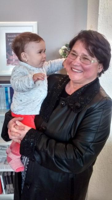 Amelia, 8 luni, cea mai ... tânără participantă la cele două lansări de carte