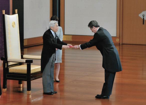 1111 Reverenta - R Serban -Depunerea scrisorilor de acreditare la Imparatul Akihito, 23 apr 2012